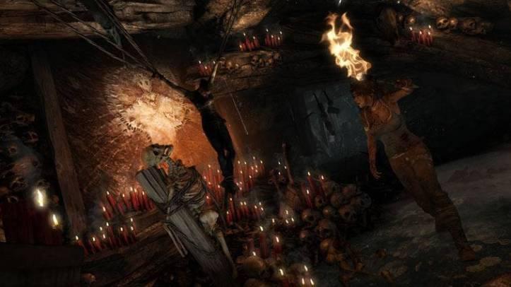 C'est en captivité dans une grotte aux allures sataniques qu'on retrouve Lara au début du jeu ...