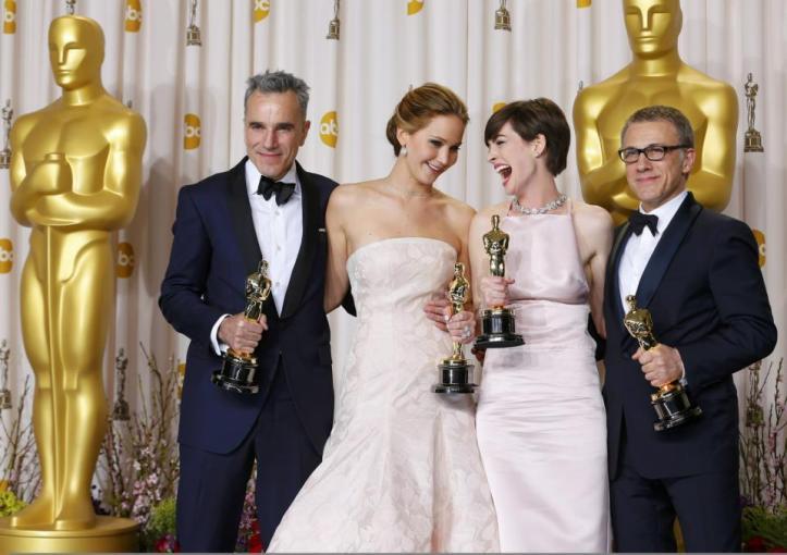 les 4 acteurs récompensés réunis et heureux on dirait bien =)