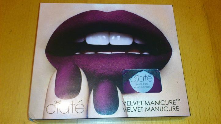 velvet-manicure-manucure-velours-ciaté-rouge-bordeaux-la-revue-de-sam