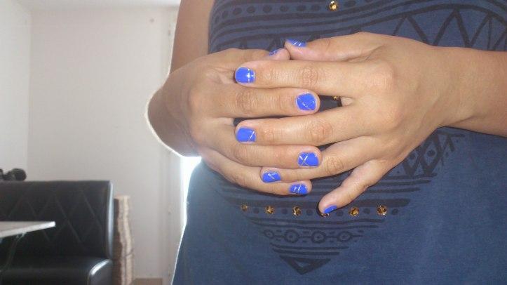 nail-art-royale-argent-bleu-roi-la-revue-de-sam-stripping-tape