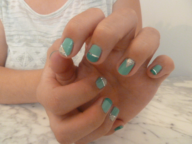 nail-art-tie-and-dye-beyond-cosy