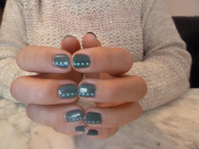 essie-nail-art-automne-2013-pois-vested-interest