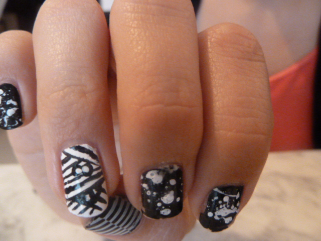 nail-art-manucure-halloween-black-and-white-splatter-éclaboussure‬