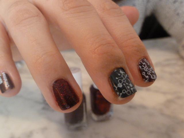Nail-art-noel-christmas-collection-shearling-darling-essie-la-revue-de-sam