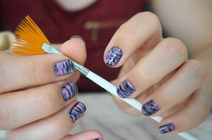 fan-brush-manucure-nail-art-facile-pinceau-eventail-essie-ciaté