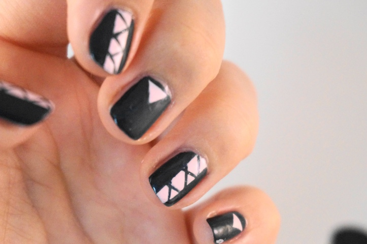 kiko-nail-art-mini-triangles-stripping-tape