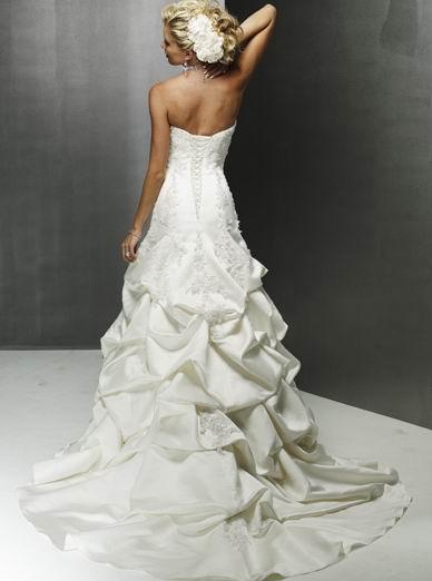 robe-de-mariée-idée-vagues-bustier-satiné