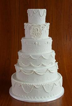 winter-wedding-cakes-elegantly-iced-02