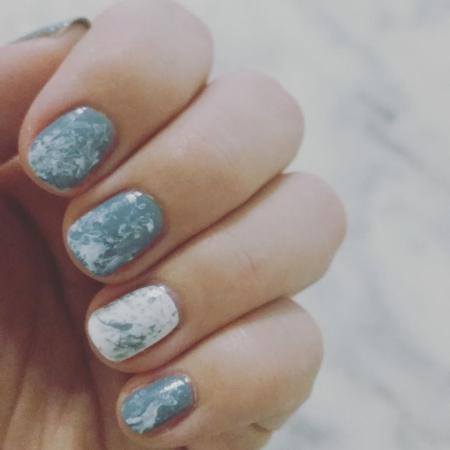 nail-art-marbre-tuto-manucure-marble-grey-essie